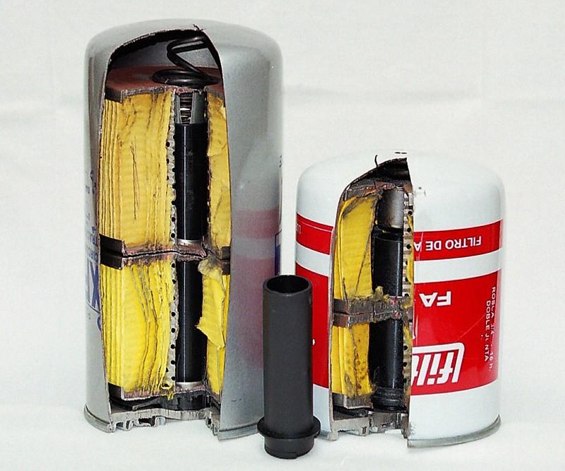 Tubo interior para filtro de aceite IVECO Material: PA66 + FV