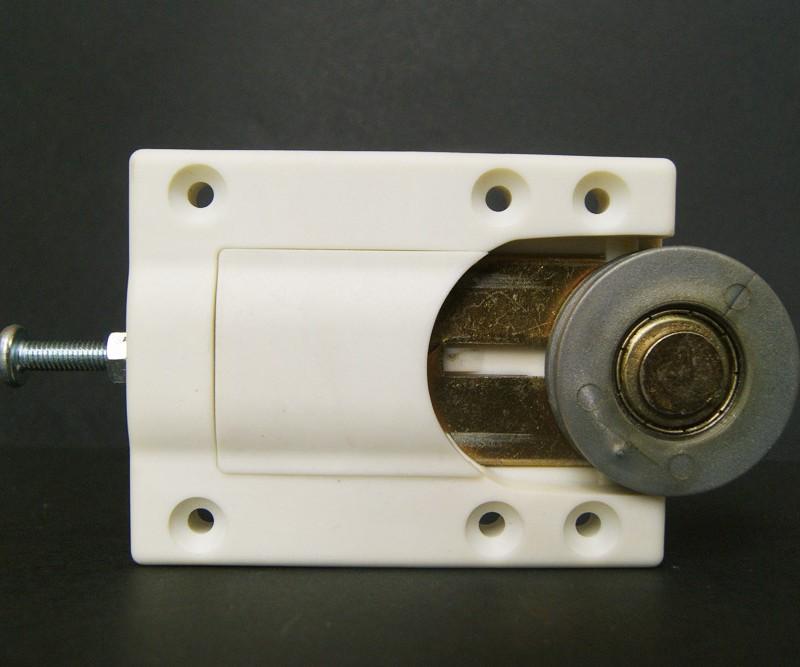 Sistema de rodamiento para placard integral Material: Poliester + FV